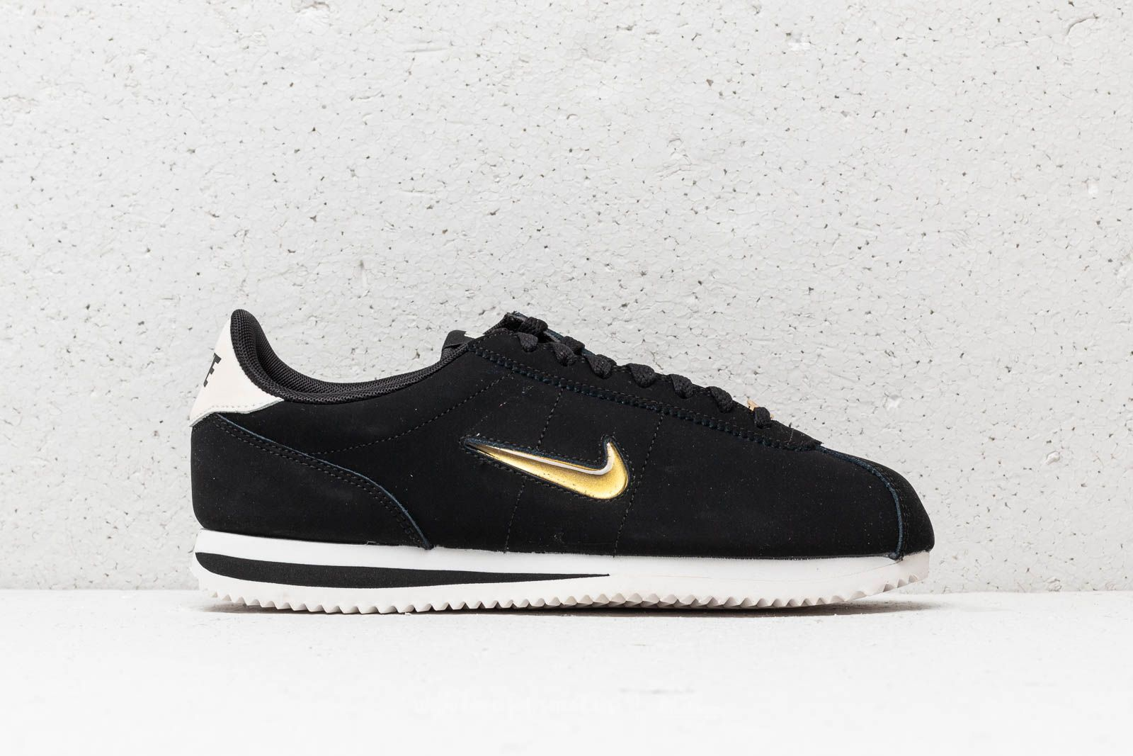 wholesale dealer caf2c b87ec Nike Cortez Basic Jewel ´18 Wmns Black/ Metallic Gold-Phantom at a great