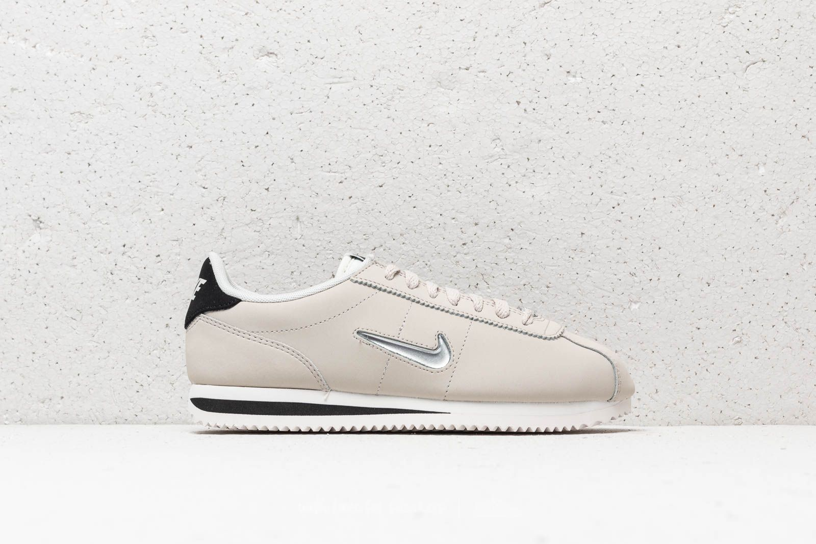 lowest price 46e7e 93f65 Nike Cortez Basic Jewel ´18 Wmns Light Bone  Metallic Silver at a great  price