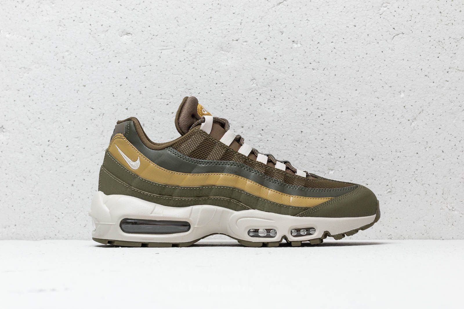 f24aadd648 Nike Air Max 95 Essential Olive Canvas/ Light Bone at a great price 169 €