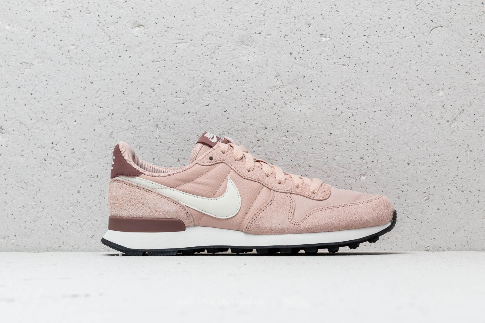 Nike Internationalist Premium Particle BeigeSummit White