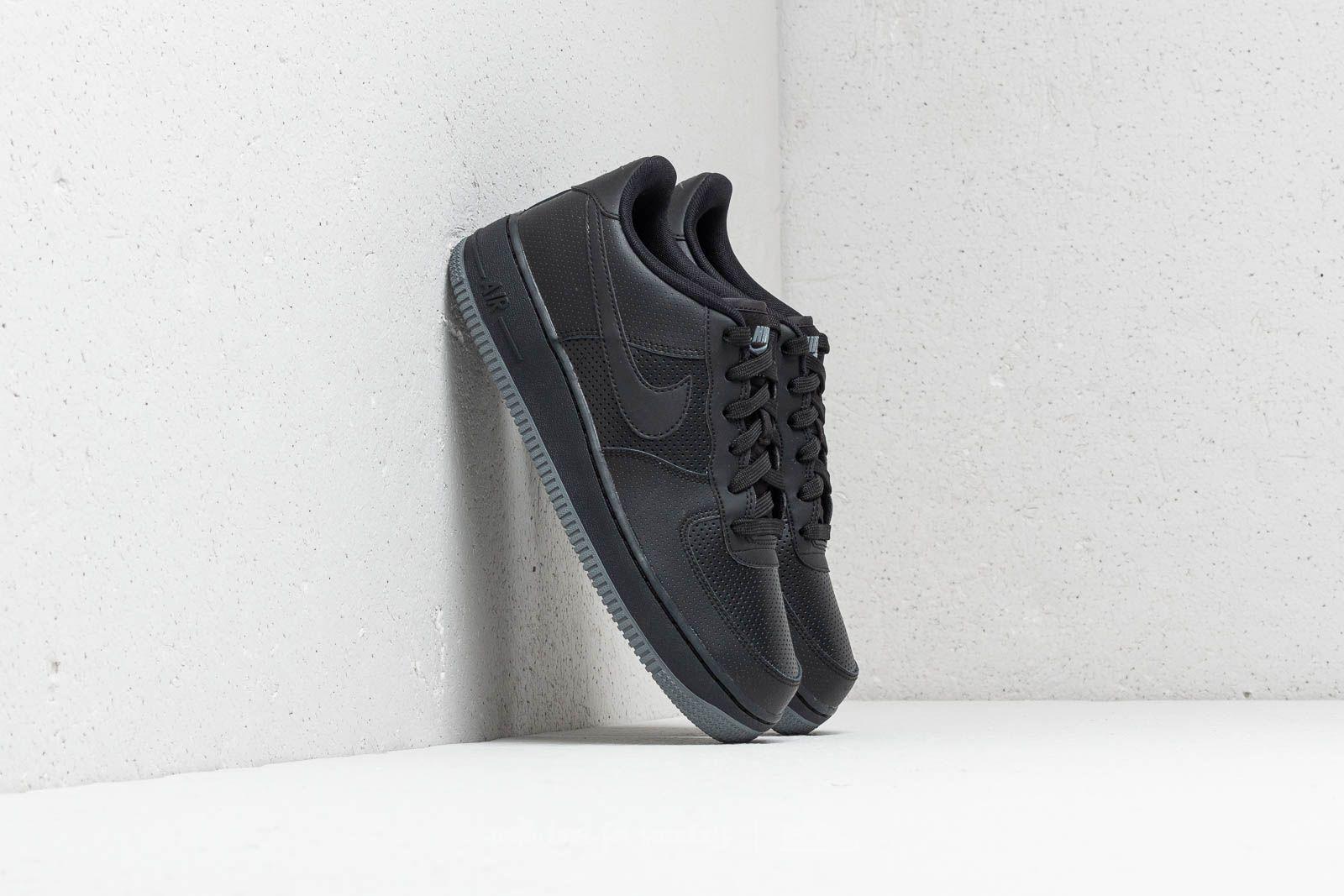 Nike Air Force 1 LV8 Perf (GS) Black/ Black-Dark Grey za skvělou cenu 2 390 Kč koupíte na Footshop.cz
