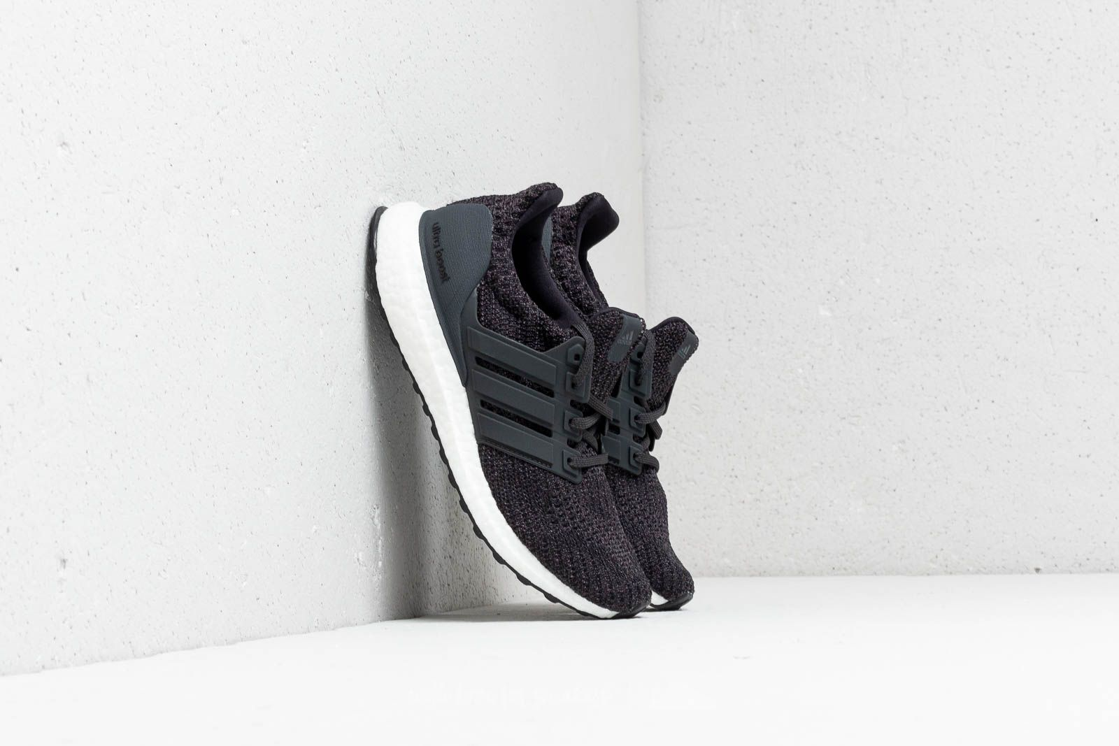 adidas UltraBOOST Carbon/ Carbon/ Ftw White za skvělou cenu 4 890 Kč koupíte na Footshop.cz