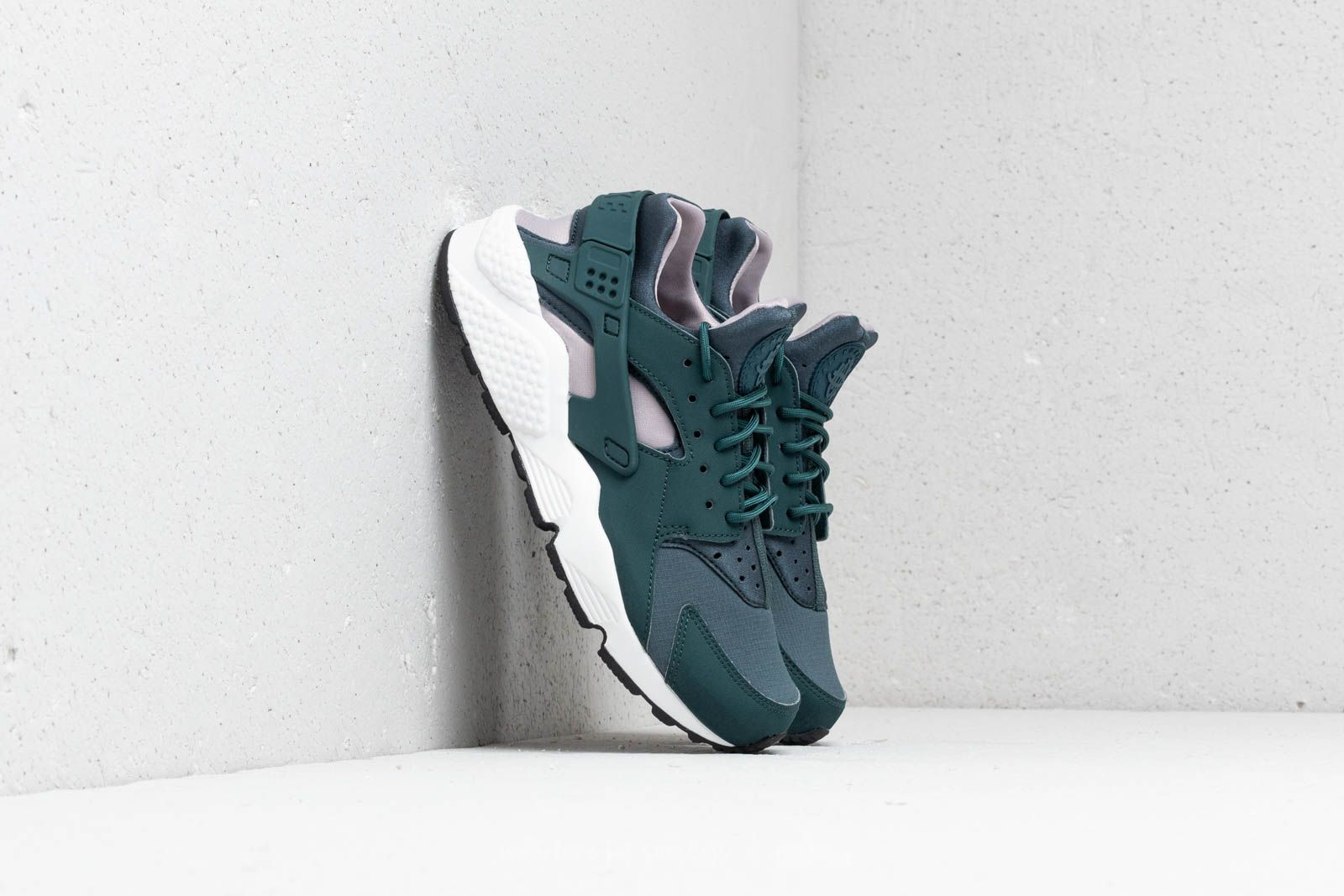 Nike Wmns Air Huarache Run Faded Spruce/ Summit White