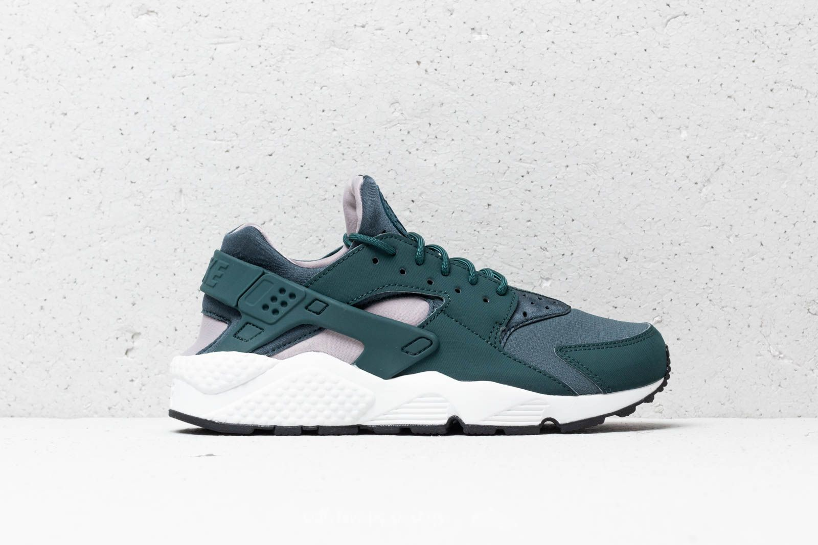 e4bce324678 Nike Wmns Air Huarache Run Faded Spruce  Summit White at a great price 121 €