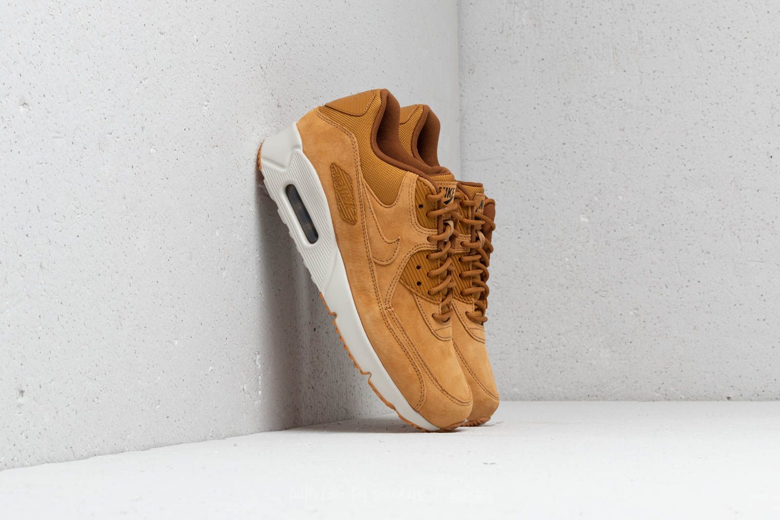 low priced da647 8a01a Nike Air Max 90 Ultra 2.0 Leather