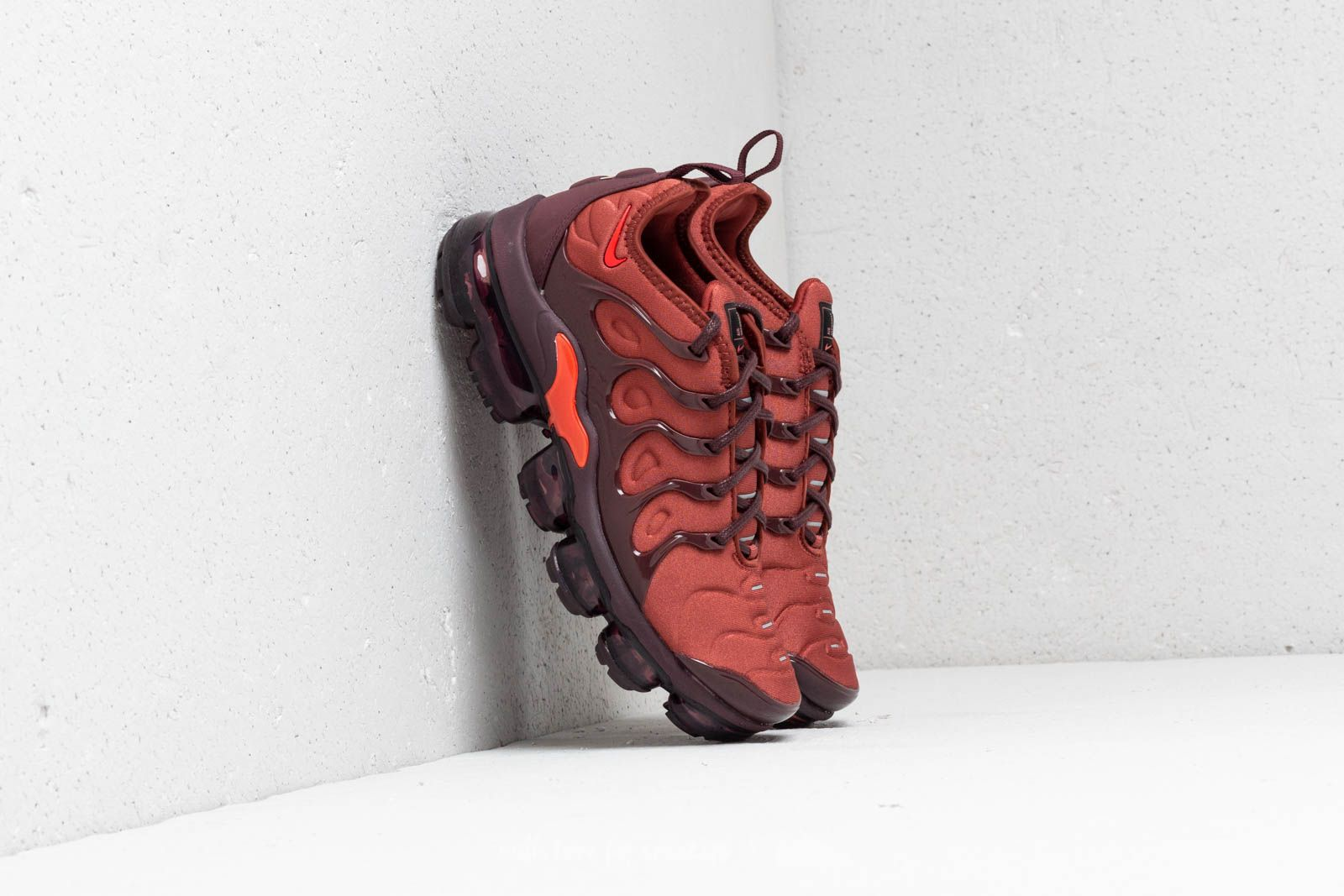5337a5ca7a Nike Wmns Air Vapormax Plus Burnt Orange/ Habanero Red at a great price 209  €