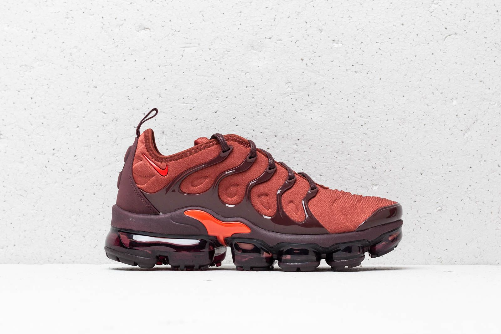1c63413ed85 Nike Wmns Air Vapormax Plus Burnt Orange  Habanero Red at a great price 209  €