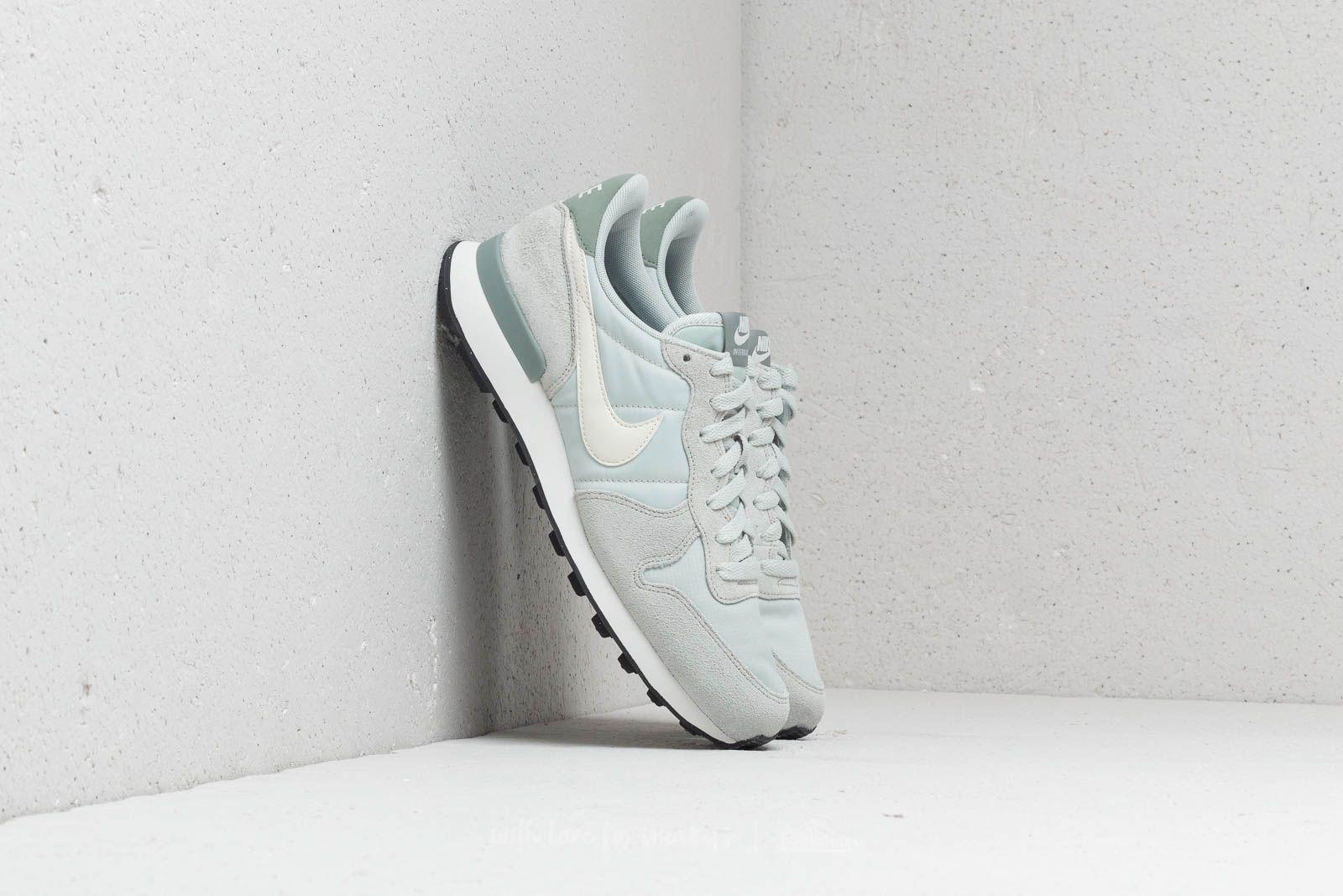 Nike WMNS Internationalist Light Silver/ Summit White za skvělou cenu 1 670 Kč koupíte na Footshop.cz
