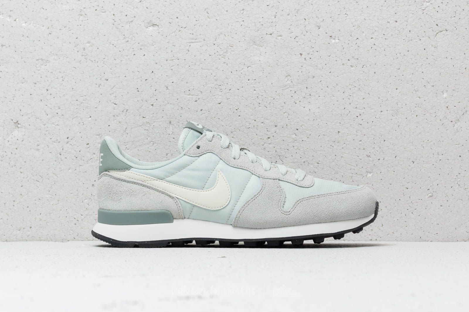 a7587366e828 Nike WMNS Internationalist Light Silver  Summit White at a great price 88 €  buy at