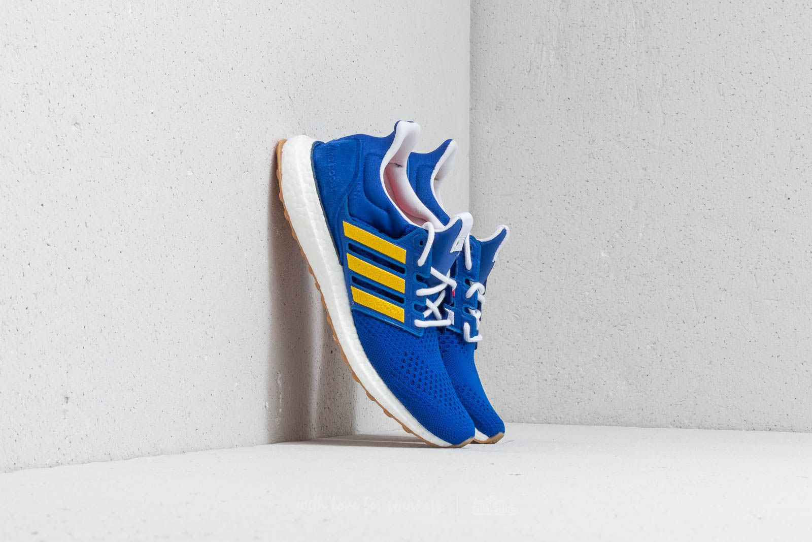 Чоловіче взуття adidas Consortium x Engineered Garments Ultra Boost Blue/ Red/ Wonder Glow