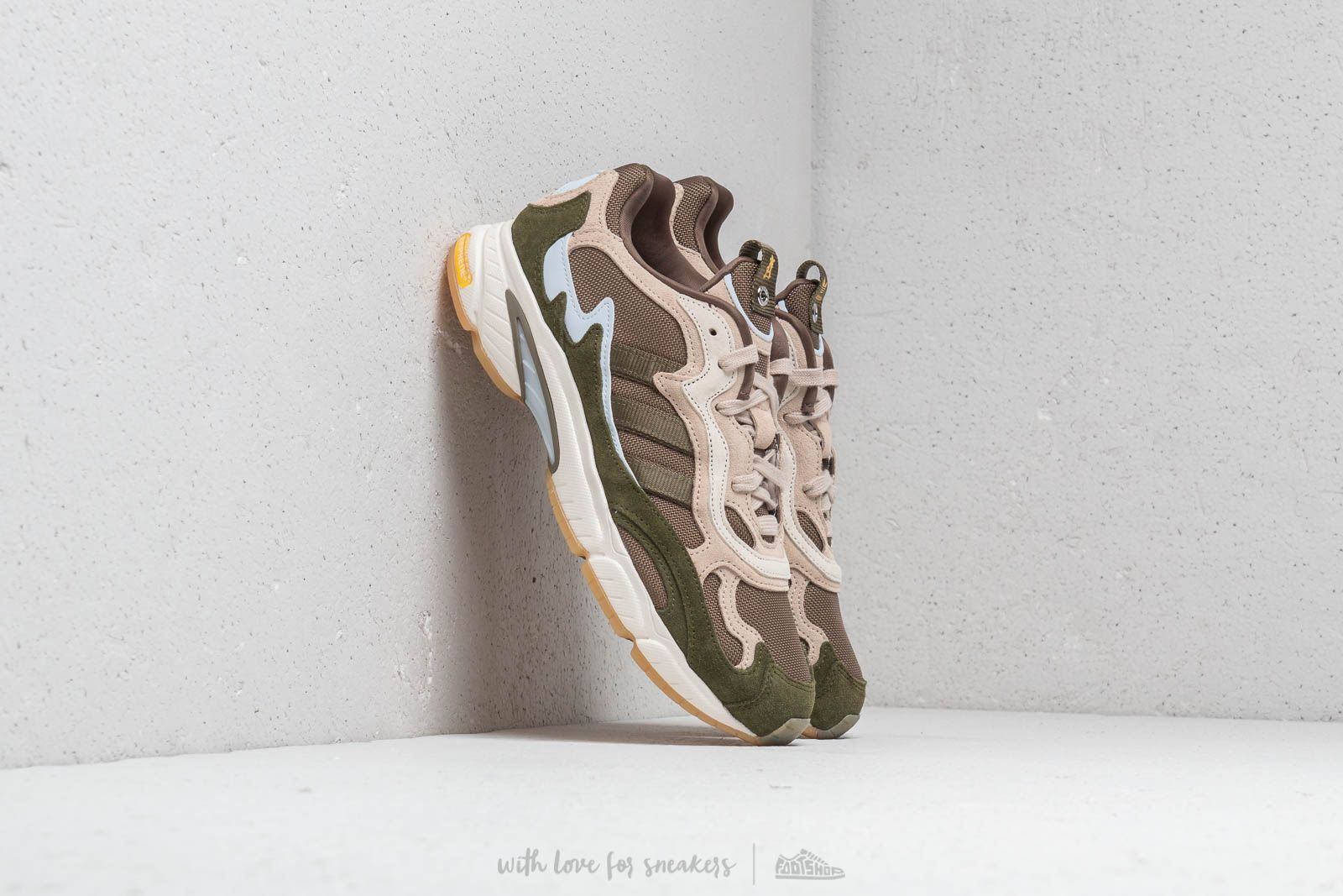 adidas Temper Run Saint Alfred Core White/ Clear Brown/ Clear Brown za skvělou cenu 4 190 Kč koupíte na Footshop.cz