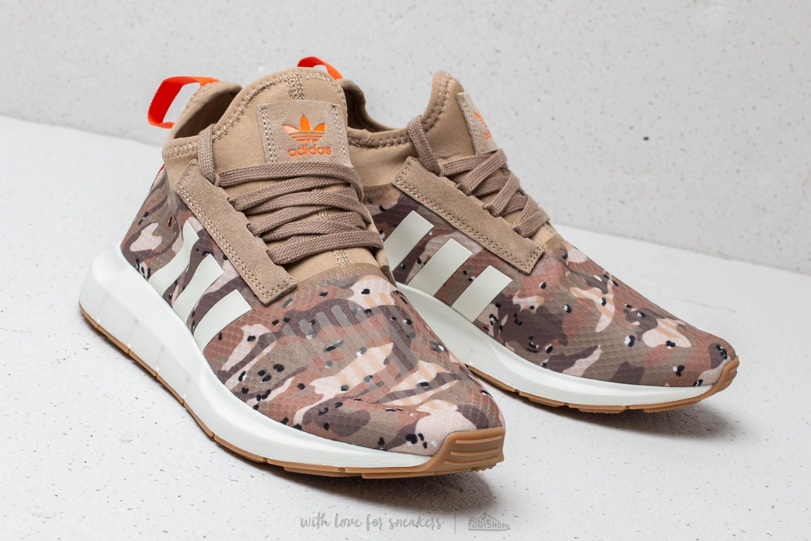 adidas Swift Run Barrier Cardboard  White Tint  Orange at a great price £61 90d7a319655