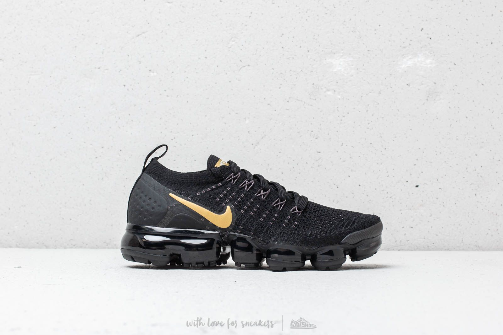 premium selection fc41f ce6ef Nike Air Vapormax Flyknit 2 W Black  Metallic Gold at a great price £181