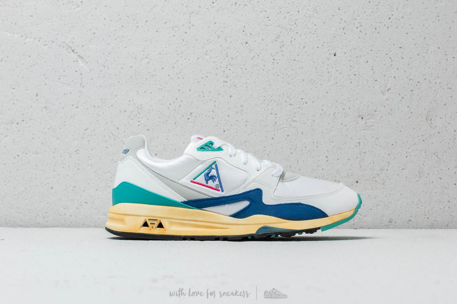 2db0154f58ca le coq sportif LCS R800 OG Optical White at a great price 110 € buy at