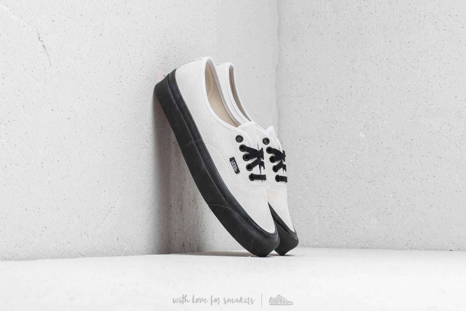 70503006 Vans Authentic 44 DX Og White/ Suede | Footshop