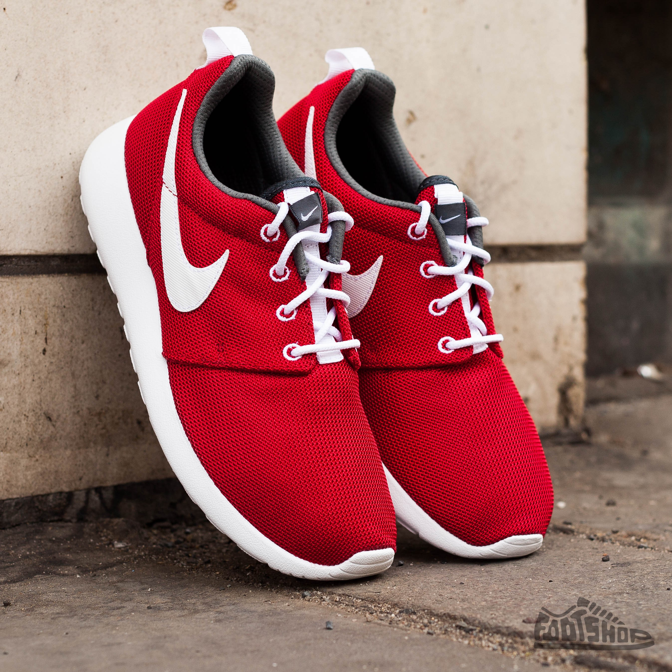 264d8e45524f Nike Rosherun (GS) Gym Red White-Dark Grey