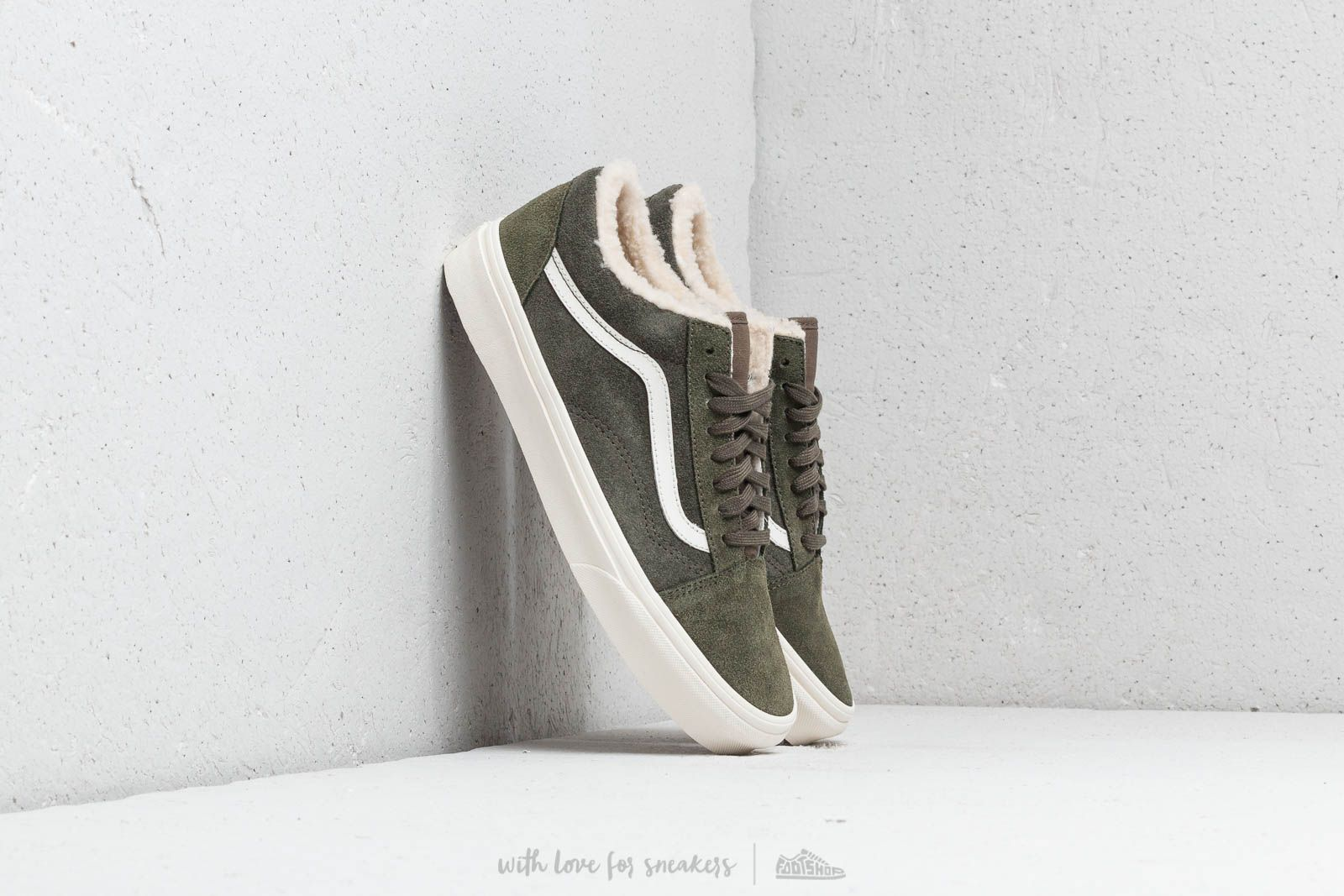 a2ff5bf8e54 Vans Old Skool (Suede Sherpa) Grape Leaf