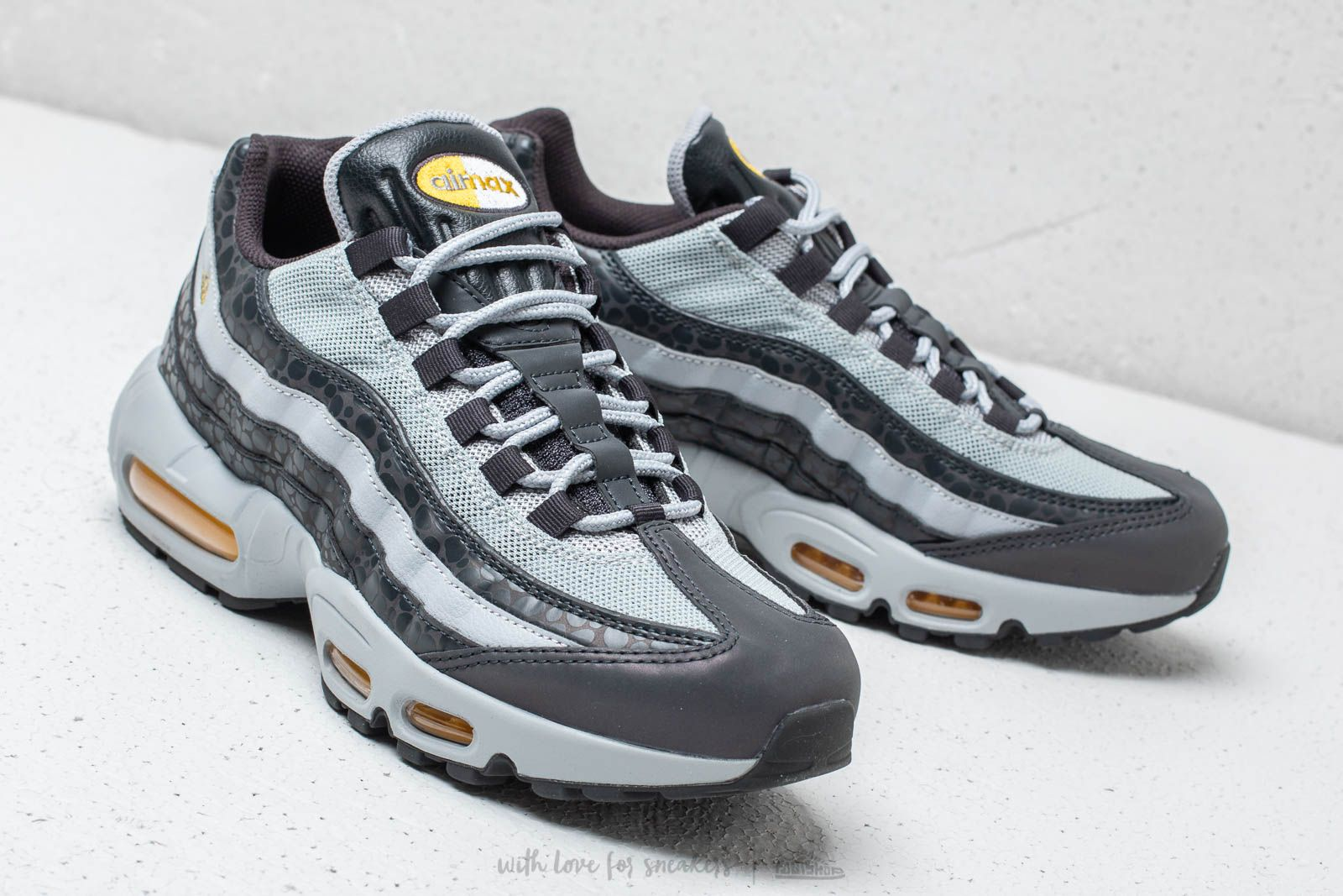 huge discount 98994 4324e Nike Air Max 95 SE Reflective Off Noir/ Amarillo-Wolf Grey ...
