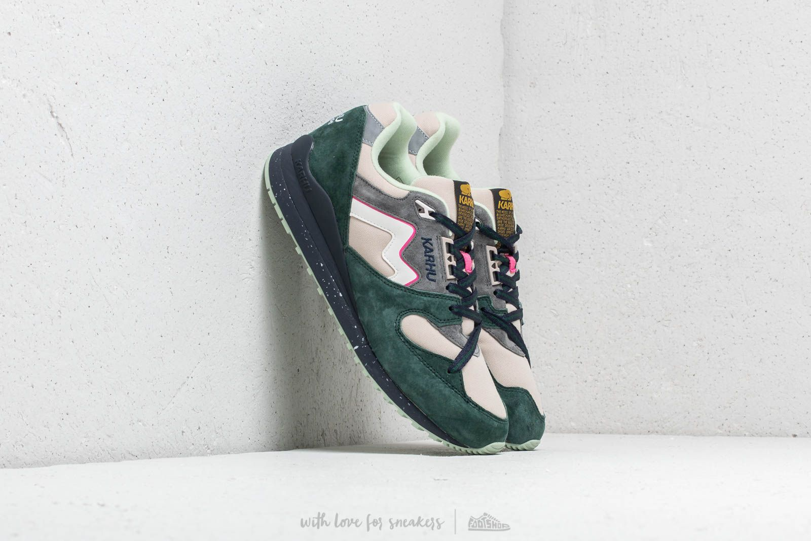 Karhu Synchron June Bug/ Peyote at a great price 88 € buy at Footshop