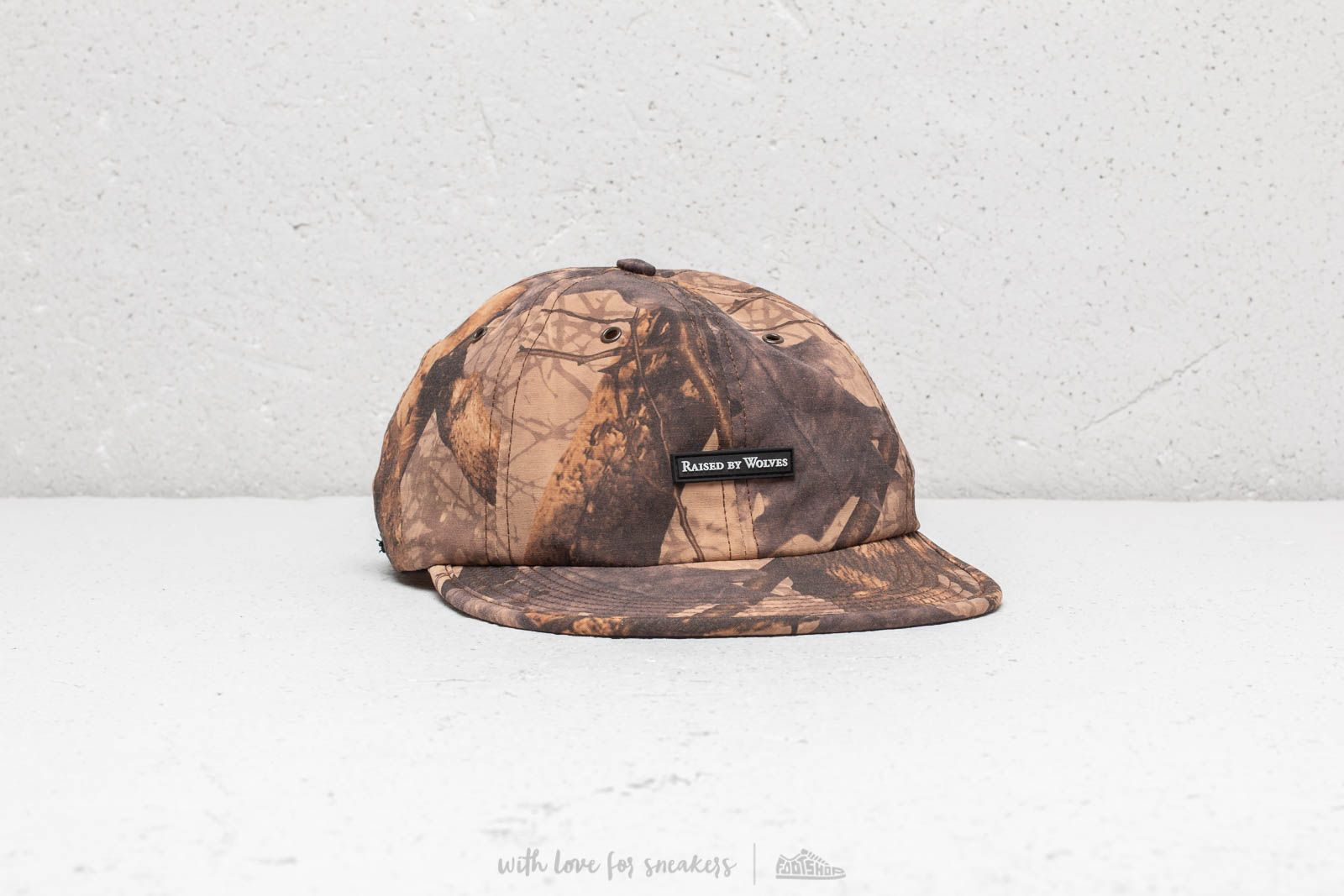 Kšiltovky Raised By Wolves Commander 6 Panel Cap Forest