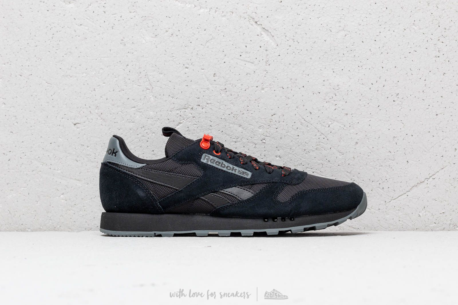 Reebok Classic Leather MU Black  Alloy  Carotene at a great price £56 buy 37144fcc4