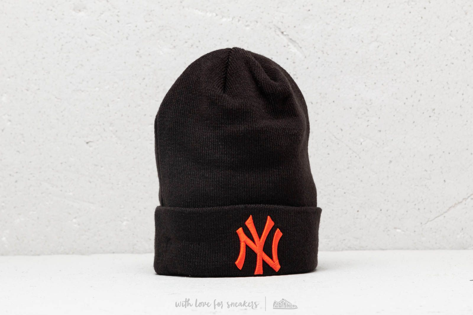 84b869557ae New Era League Essential Cuff New York Yankees Black