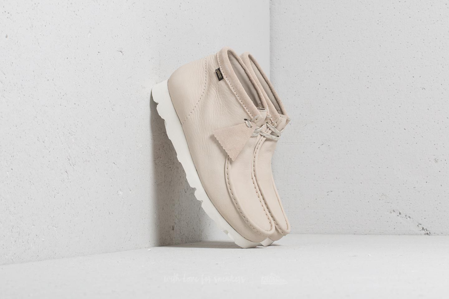 Clarks Originals Wallabee Boot Gore-Tex Off White Nubuck at a great price 125 € buy at Footshop