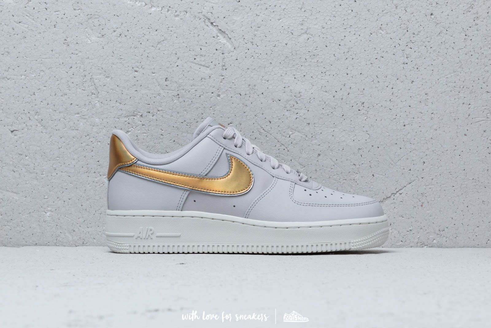 807a786e6a0887 Nike Wmn s Air Force1  07 Metallic Vast Grey  Metallic Gold at a great price
