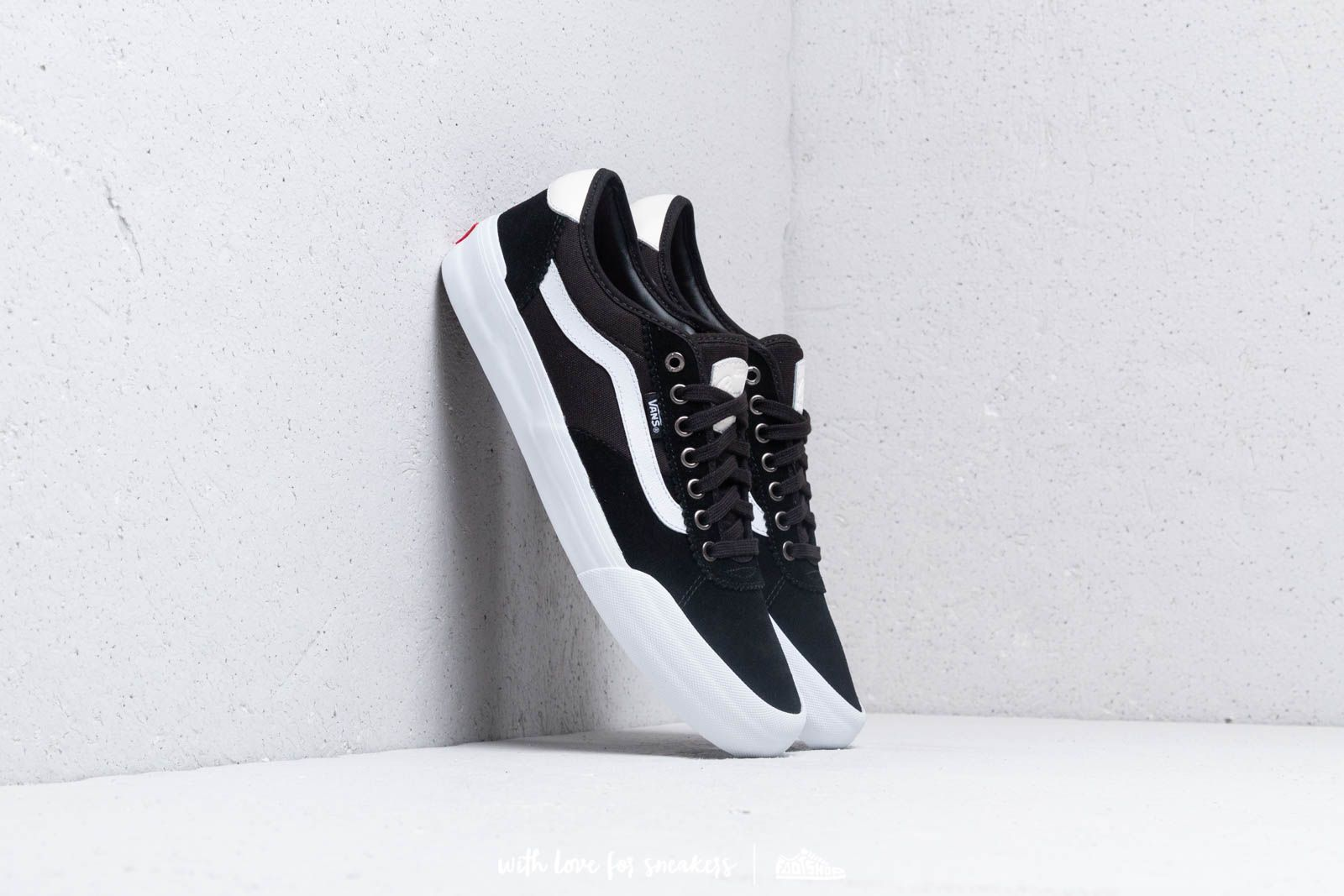 1d8527371e087c Vans Chima Pro 2 (Suede  Canvas) Black  White at a great price