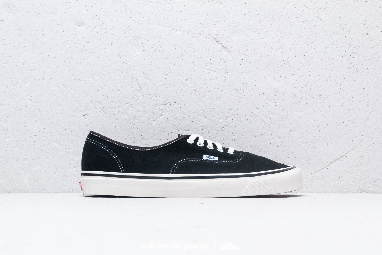 2f930c45f96 Vans Authentic 44 Dx (Anaheim Factory) Og Black at a great price 70 €