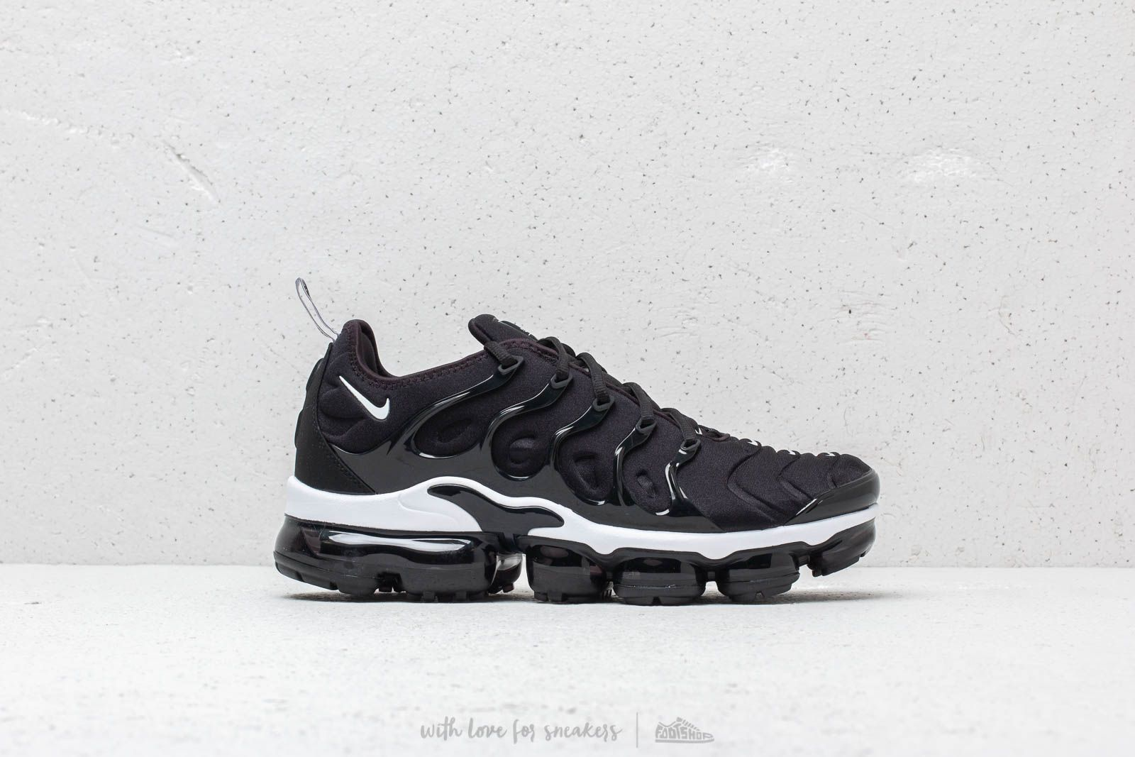 promo code 03004 fcd02 Nike Air Vapormax Plus Black White at a great price 209 € buy at Footshop