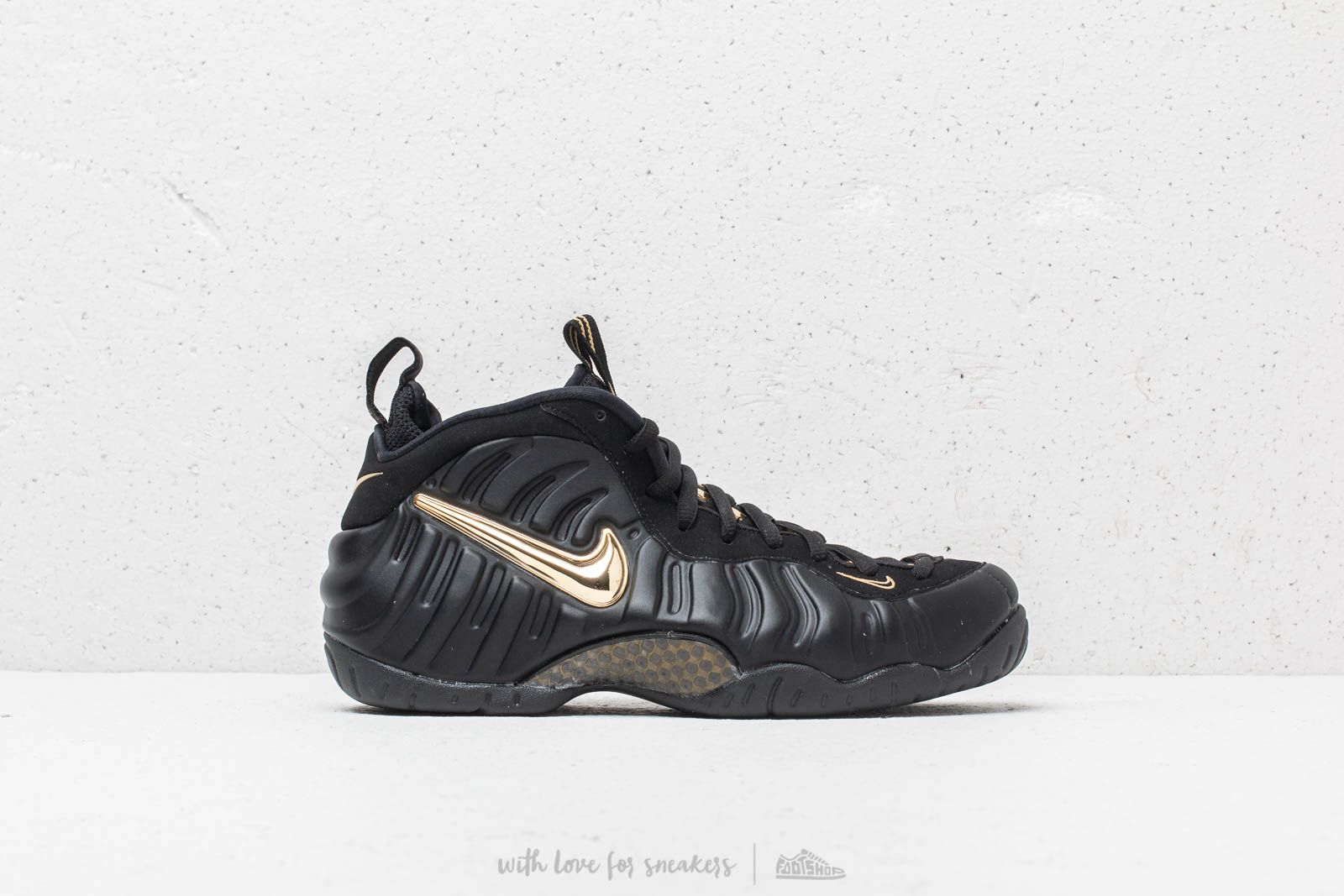 a8ed6a4d2add Nike Air Foamposite Pro Black  Metallic Gold at a great price 220 € buy at
