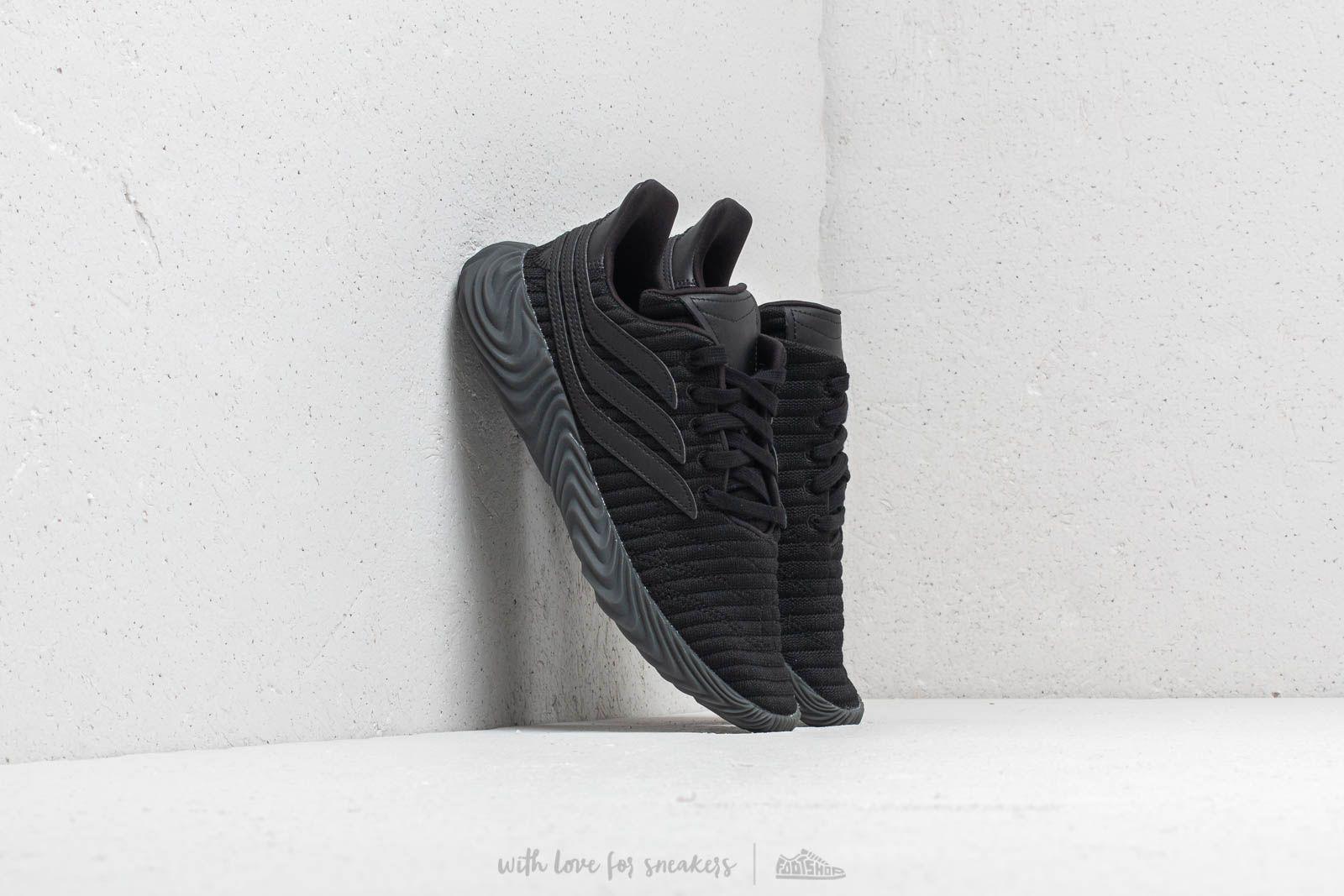 adidas Sobakov J Core Black/ Core Black/ Core Black za skvělou cenu 2 440 Kč koupíte na Footshop.cz