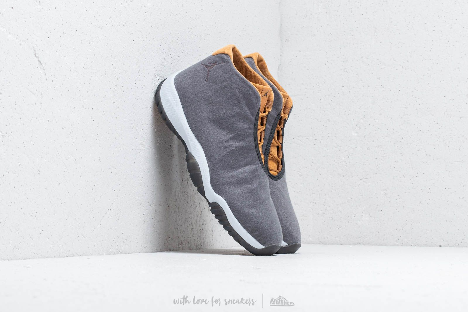 Air Jordan Future Dark Grey/ Dark Grey-Wheat Gris Fonce/ Bleat/ Gris Fonce at a great price 139 € buy at Footshop