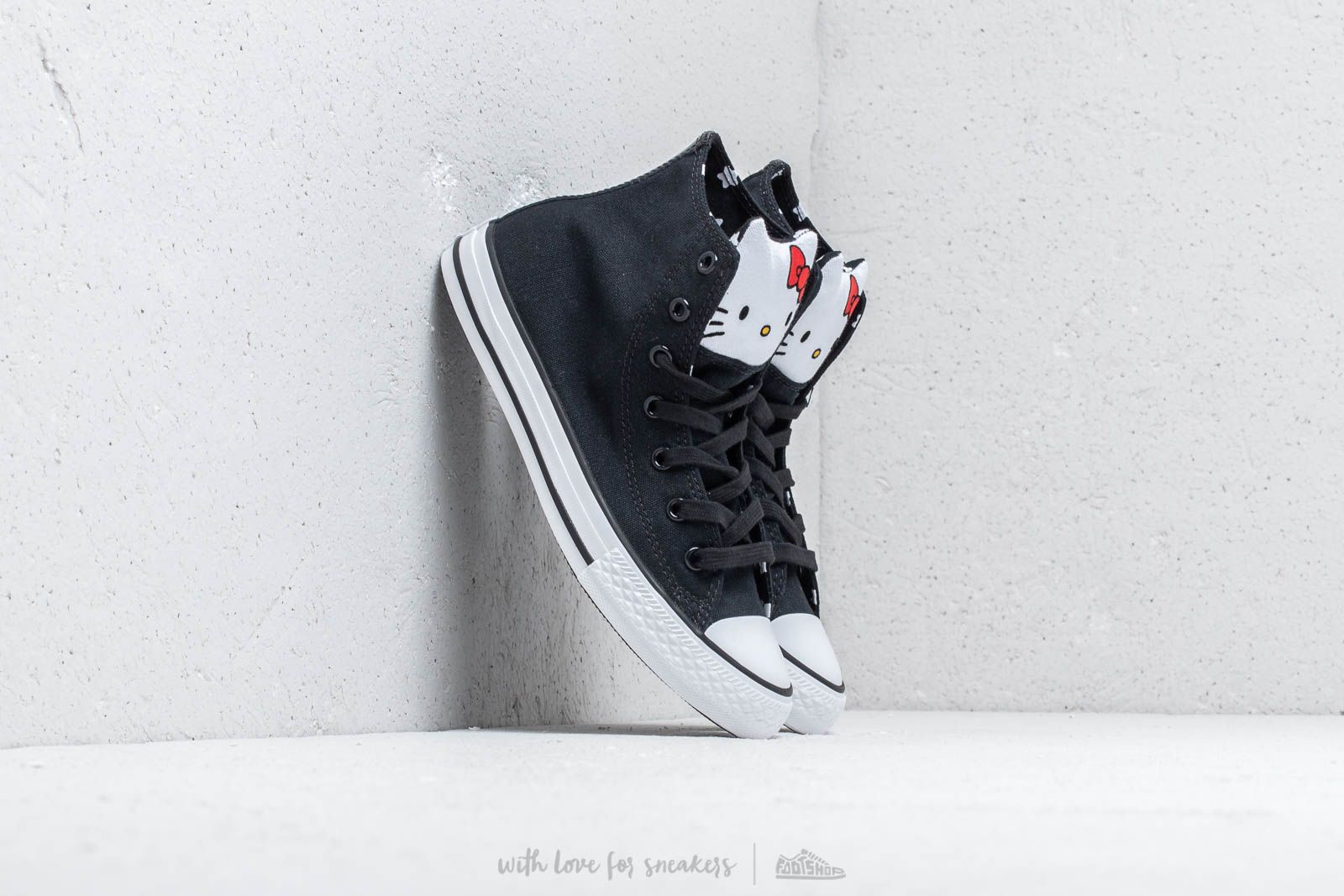 Converse x Hello Kitty Chuck Taylor All Star Hi Black/ Fiery Red/ White at a great price 112 лв купете в Footshop