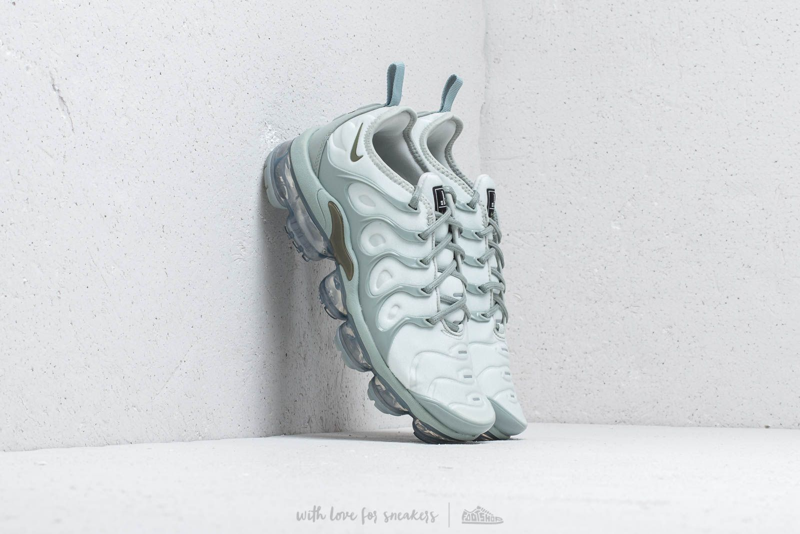 Nike Air Vapormax Plus Wmns Light Silver/ Medium Olive at a great price 427 лв купете в Footshop