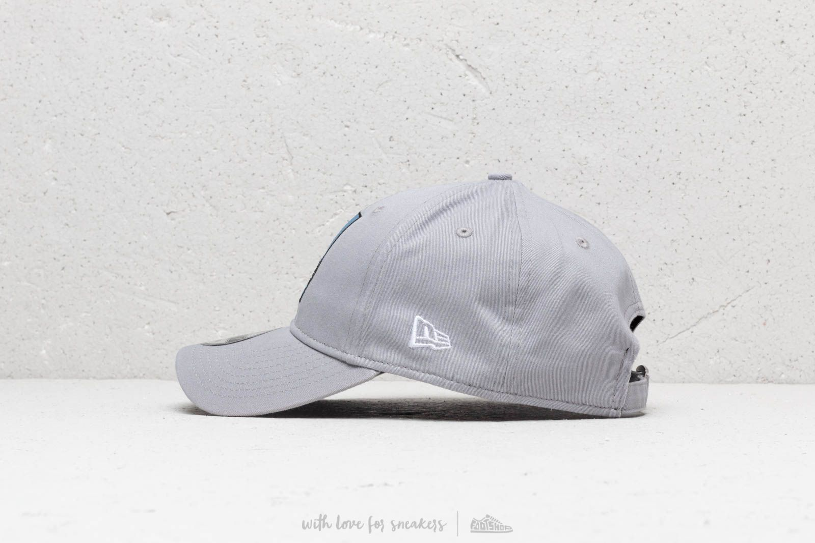 985c97a4b976a New Era 9Forty Driods Starwars Snapback Grey at a great price 32 € buy at  Footshop