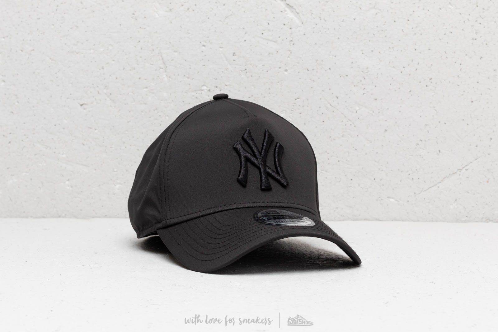 921ef8d4987 New Era 39Thirty MLB NY Yankees Cap Black