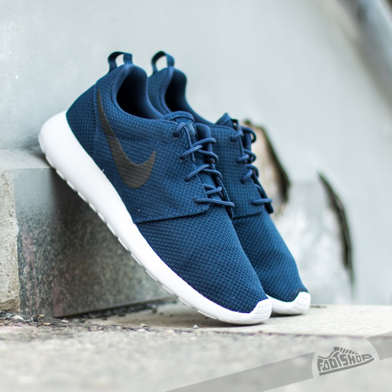 85bfa5f7cebe Nike Rosherun Midnight Navy Black-White