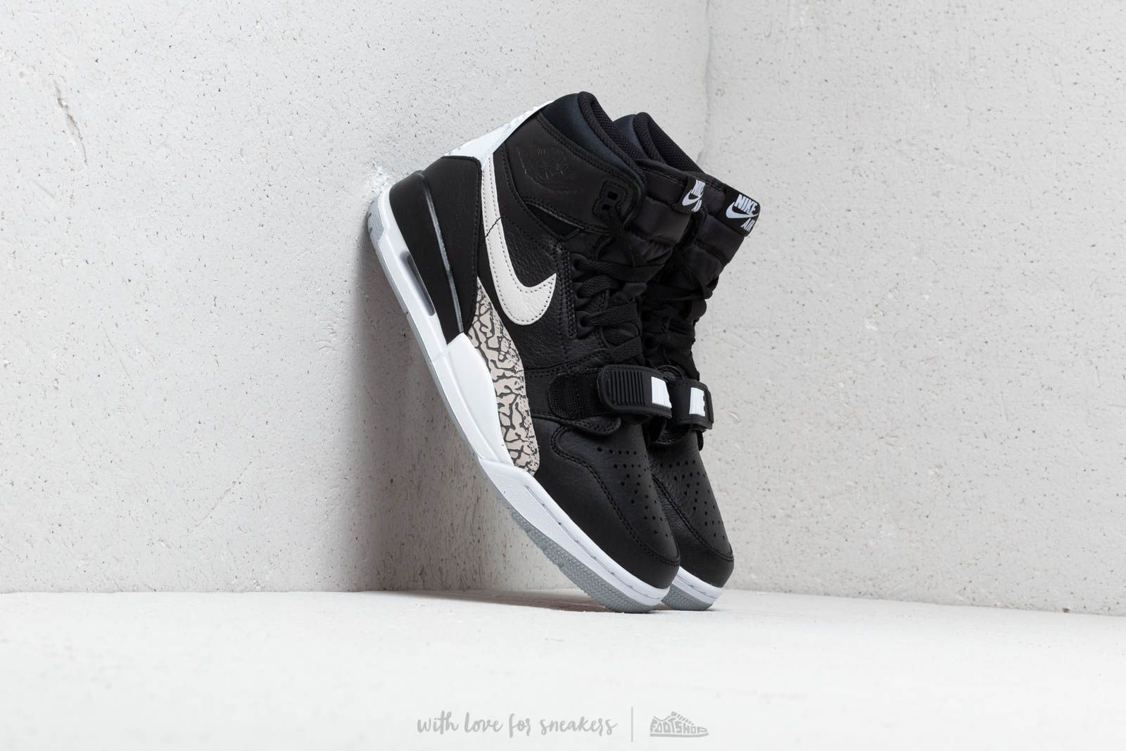 Air Jordan Legacy 312 Black/ White
