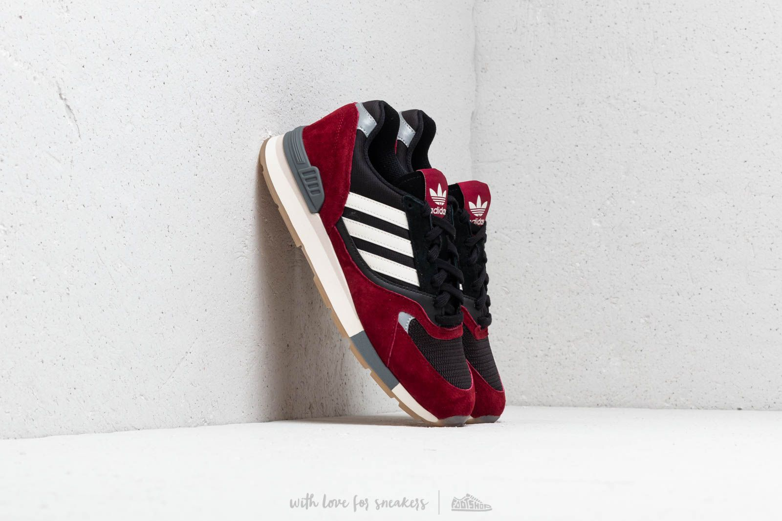 adidas Quesence Collegiate Burgundy  Chalk White  Core Black at a great  price 110 € d0c9f11cb