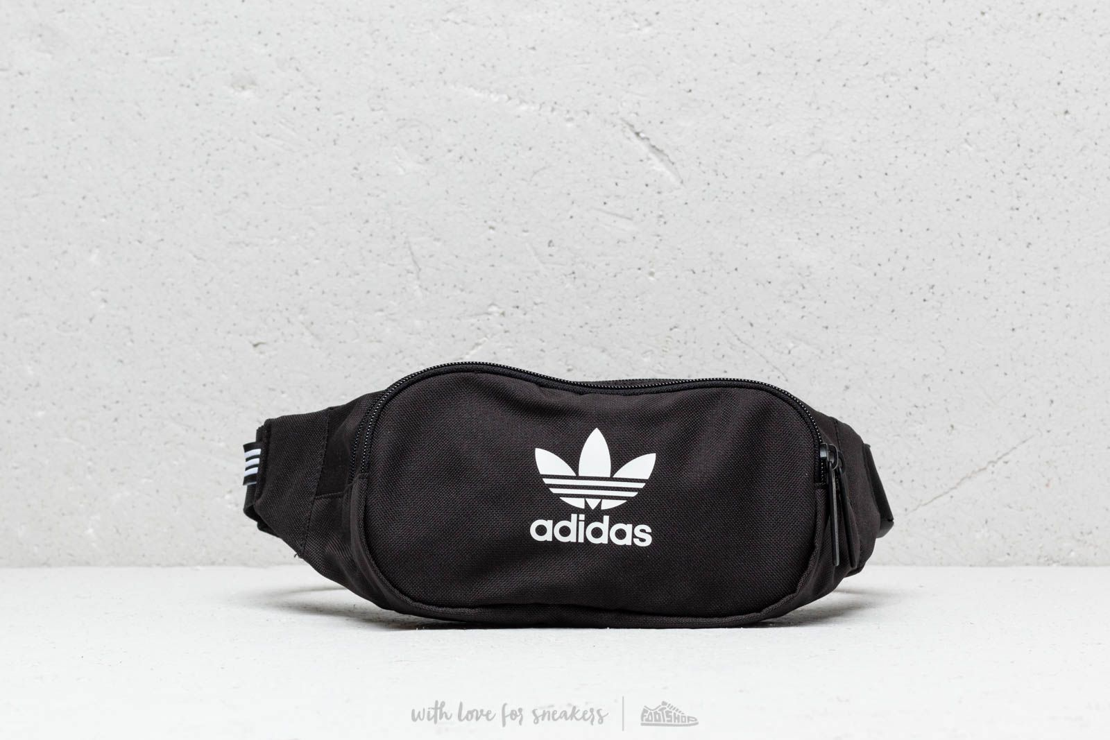 Чантички за кръст adidas Essential Crossbody Waistbag Black