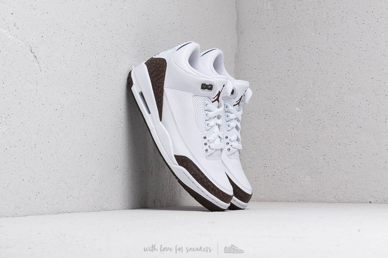 "Air Jordan 3 Retro ""Mocha"" White/ Dark Mocha-Chrome"