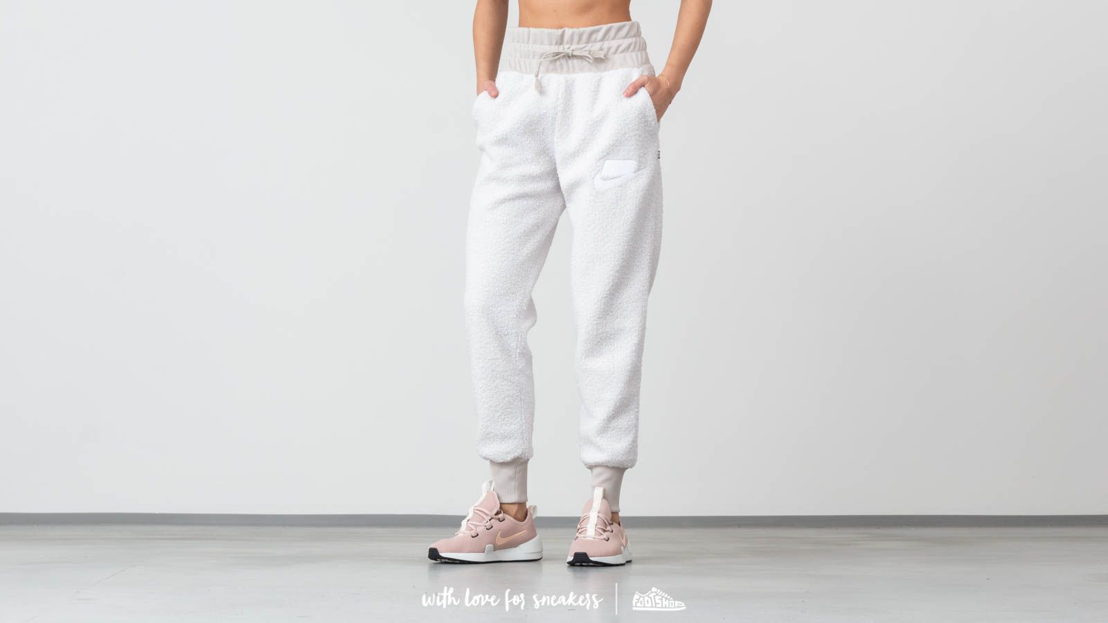 Nike Sportswear Sherpa Jogger Pants White za skvělou cenu 1 530 Kč koupíte na Footshop.cz