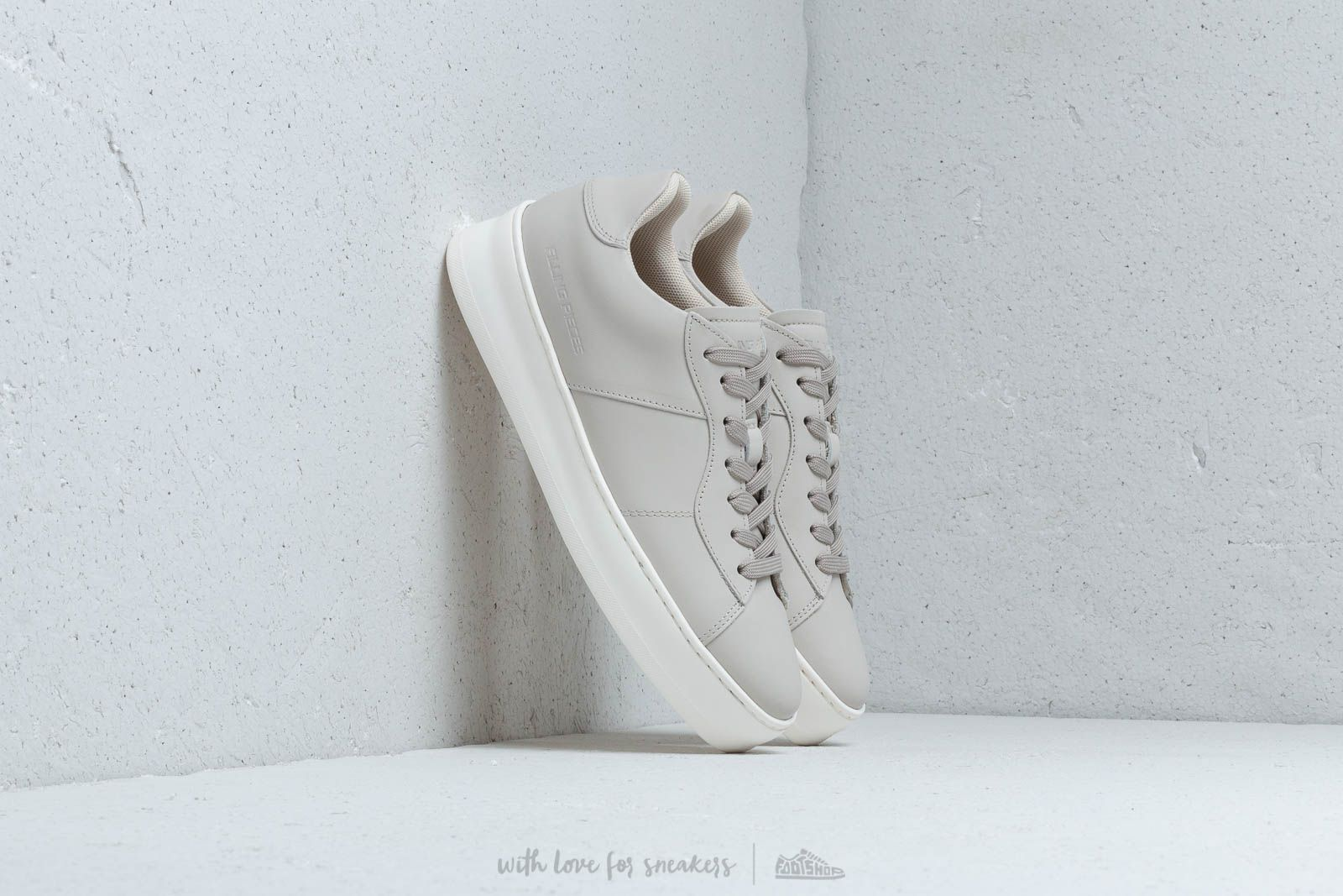 Filling Pieces Light Plain Court