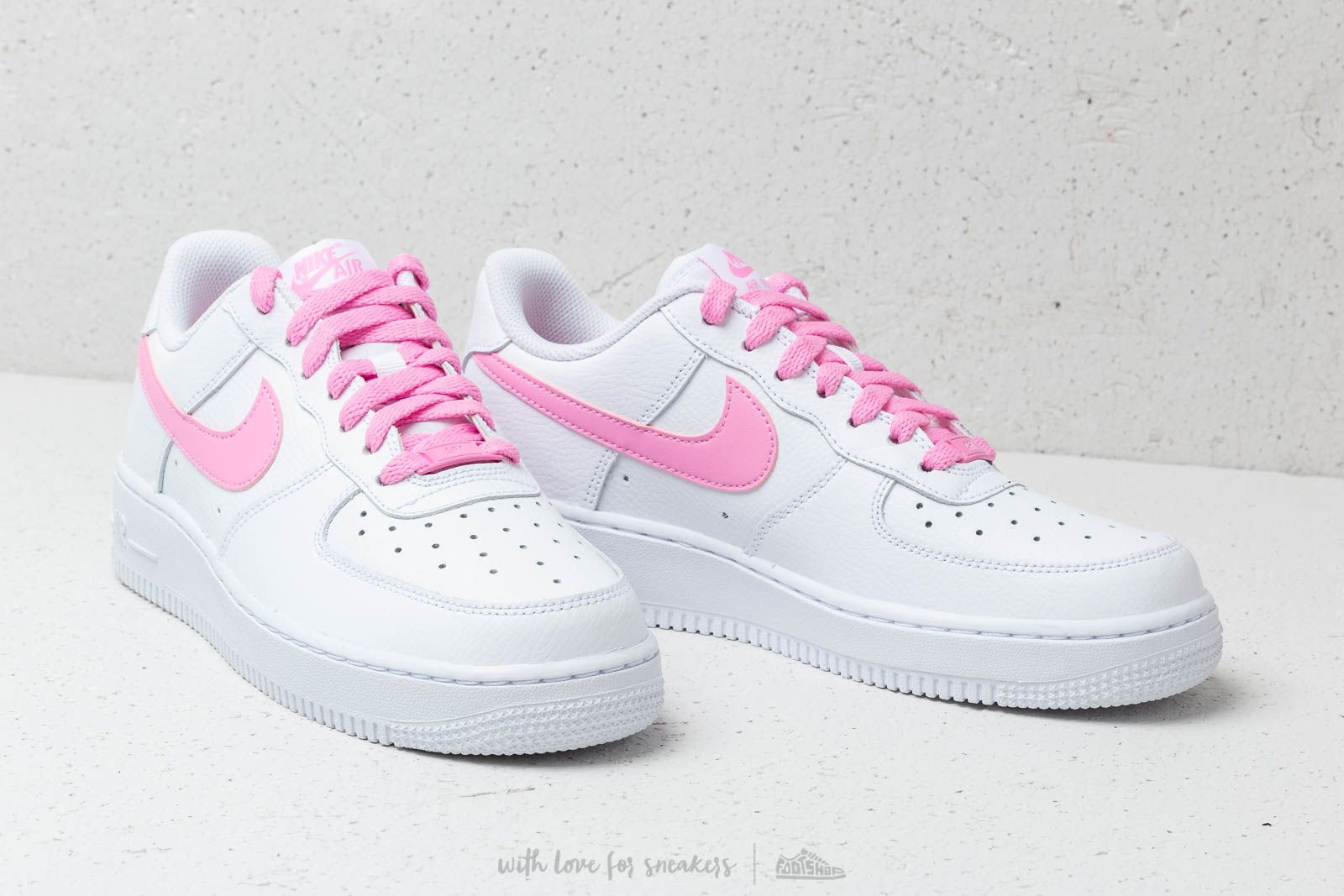 Nike Wmns Air Force 1 '07 EssWhite Psychic Pink