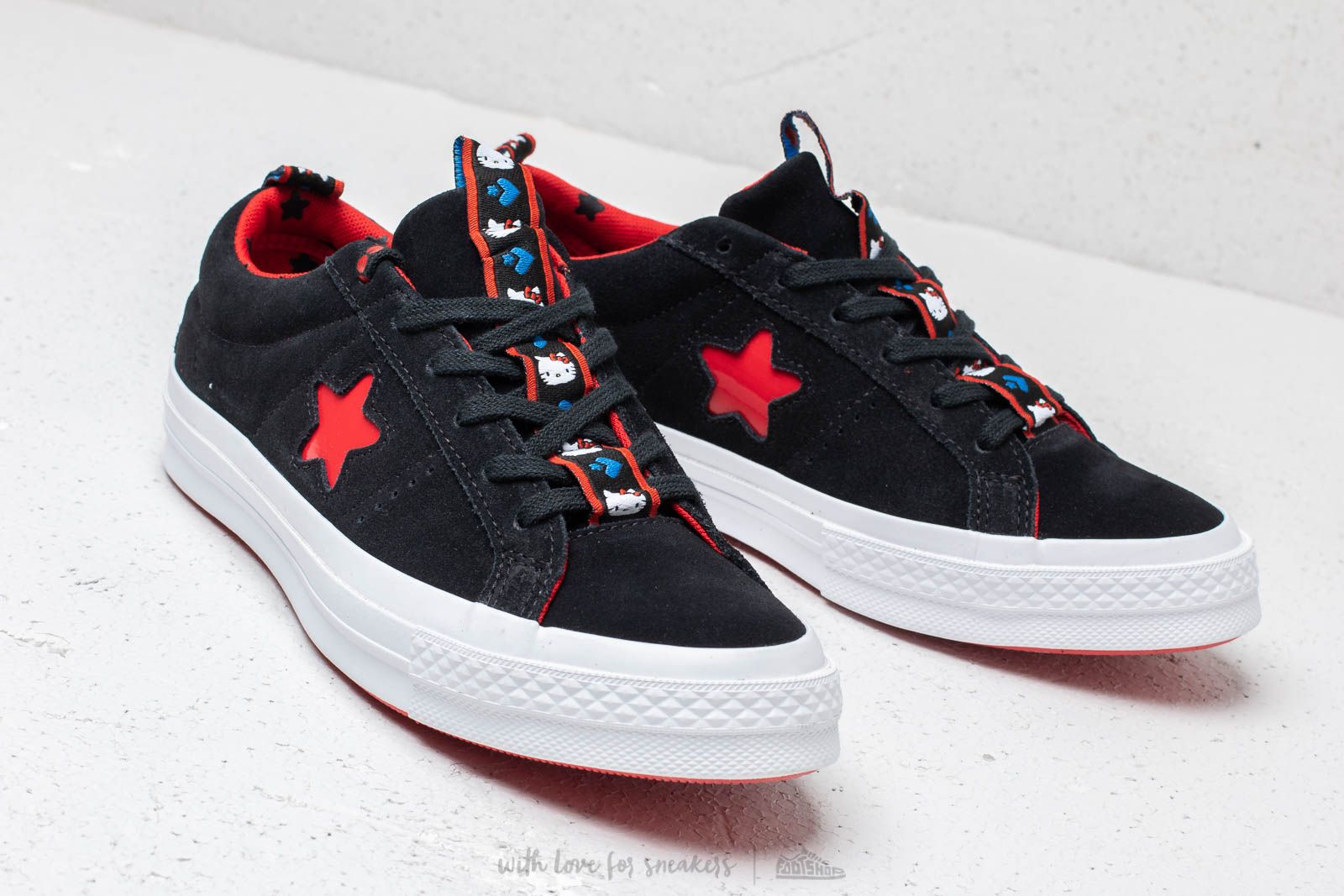 Men's shoes Converse x Hello Kitty One