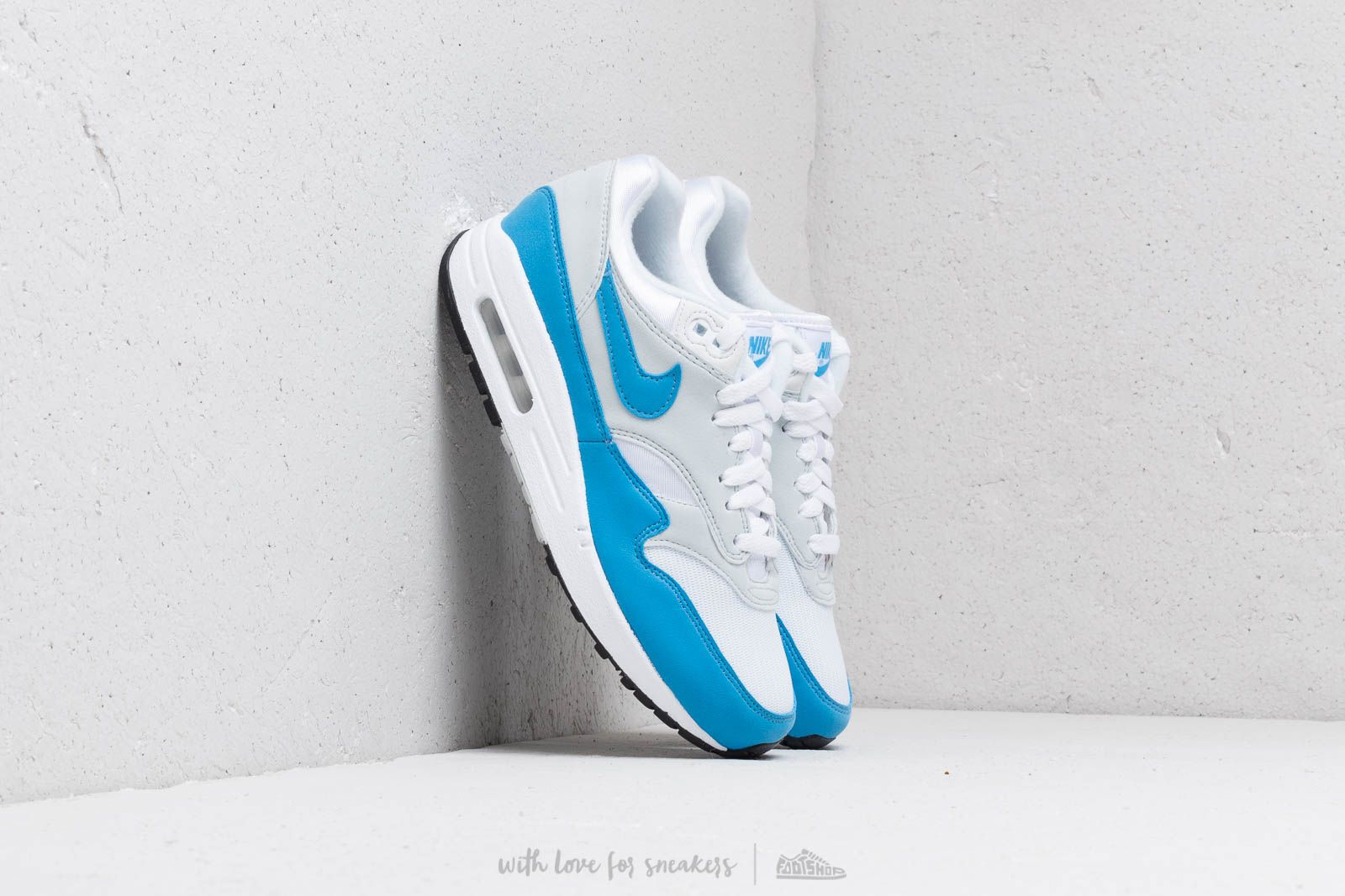 watch 3004c 544fc Nike W Air Max 1 Essential White  University Blue at a great price 128 €