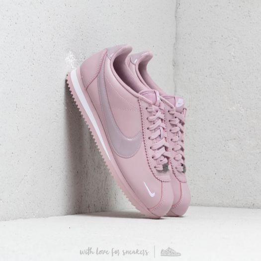 Nike Wmns Classic Cortez Prem 49a8e435bf