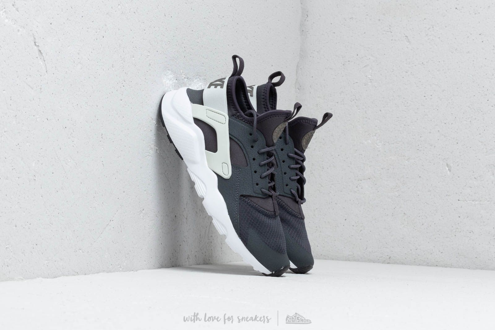 42c4a41cd7a45 Nike Air Huarache Run Ultra Gs Anthracite  Mtlc Pewter-Spruce Aura ...